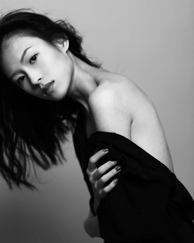 Lộ diện người mẫu Việt quá giống Chương Tử Di, trở thành từ khóa tìm kiếm đông đảo ở Weibo - ảnh 2