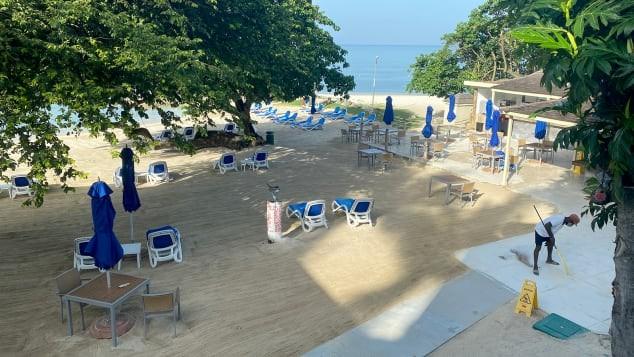 Resort khỏa thân mở cửa giữa dịch COVID-19 bị chỉ trích - ảnh 2