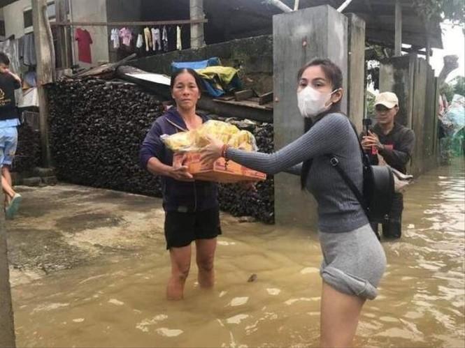 Thủy Tiên tặng bác nông dân 200 triệu trả ngân hàng: Một là cứu cả, hai là không... - ảnh 2