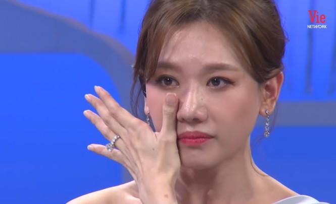 Hari Won bật khóc tiết lộ bệnh tình hiện tại và lời nhắn nhủ xúc động từ mẹ  - ảnh 1