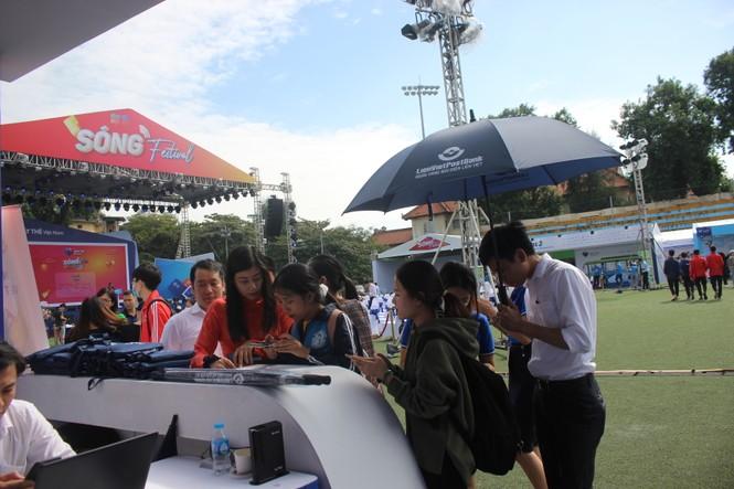 Nhiều công nghệ mới khiến giới trẻ xếp hàng chờ dùng thử tại Sóng Festival - ảnh 11