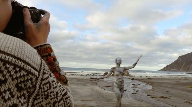 Sửng sốt với bộ ảnh 'body-painting' siêu thực trong giá lạnh 0 độ C - ảnh 3