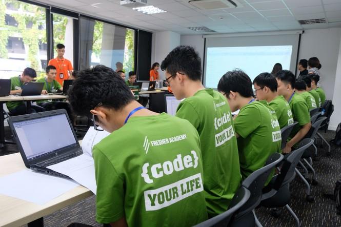 Sinh viên so tài lập trình tại Code War 2019 - ảnh 1