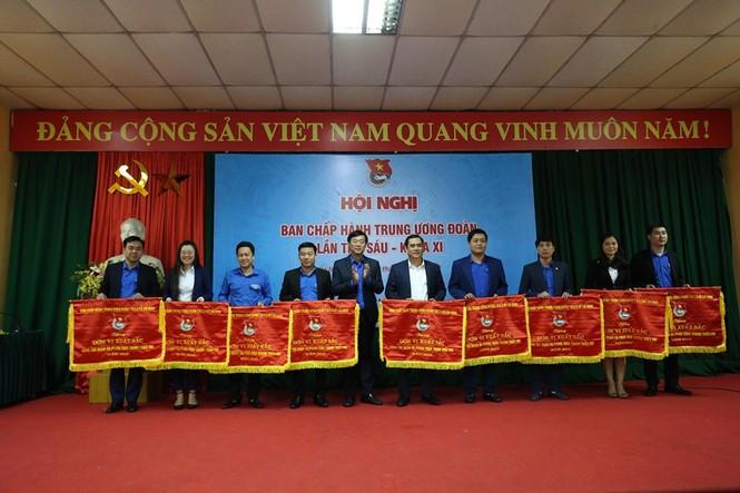 Tuổi trẻ Việt Nam tự hào tiến bước dưới cờ Đảng - ảnh 1