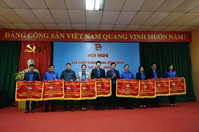 Tuổi trẻ Việt Nam tự hào tiến bước dưới cờ Đảng - ảnh 2
