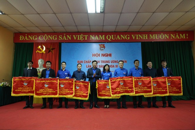 Tuổi trẻ Việt Nam tự hào tiến bước dưới cờ Đảng - ảnh 3