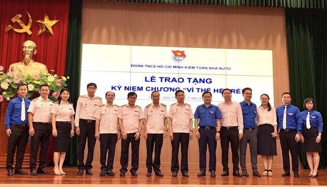 T.Ư Đoàn trao tặng Kỷ niệm chương Vì thế hệ trẻ cho lãnh đạo Kiểm toán Nhà nước - ảnh 2