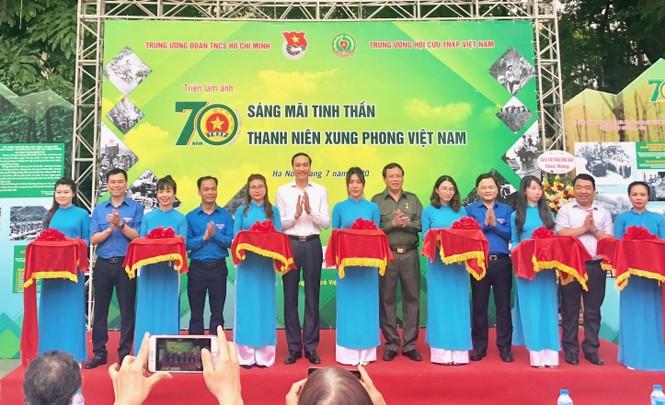 Tái hiện 70 năm hào hùng của TNXP Việt Nam qua ảnh, hiện vật - ảnh 1