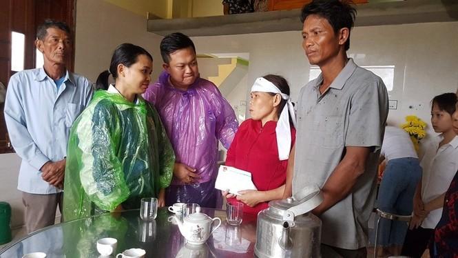 Tuổi trẻ cả nước cùng tiếp sức cho người dân miền Trung bị lũ lụt - ảnh 1