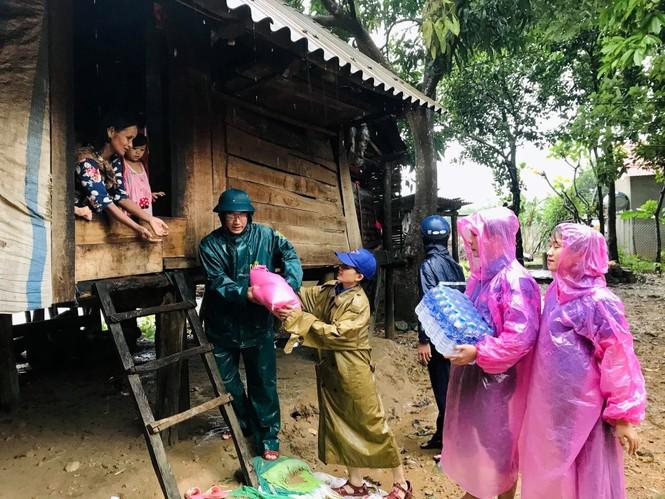 Tuổi trẻ cả nước cùng tiếp sức cho người dân miền Trung bị lũ lụt - ảnh 2