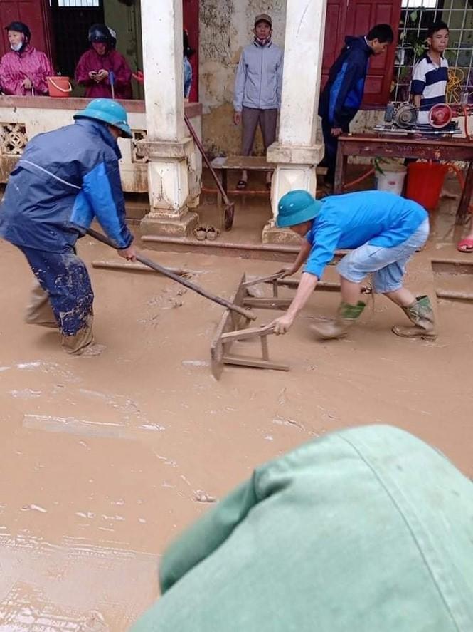 Tuổi trẻ cả nước cùng tiếp sức cho người dân miền Trung bị lũ lụt - ảnh 3