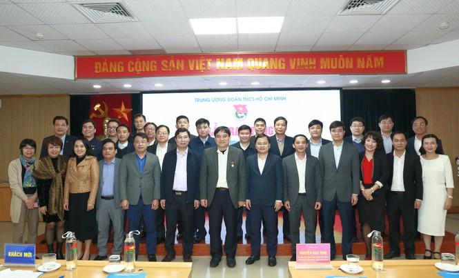 T.Ư Đoàn trao tặng Kỷ niệm chương 'Vì thế hệ trẻ' cho ông Nguyễn Đắc Vinh - ảnh 2