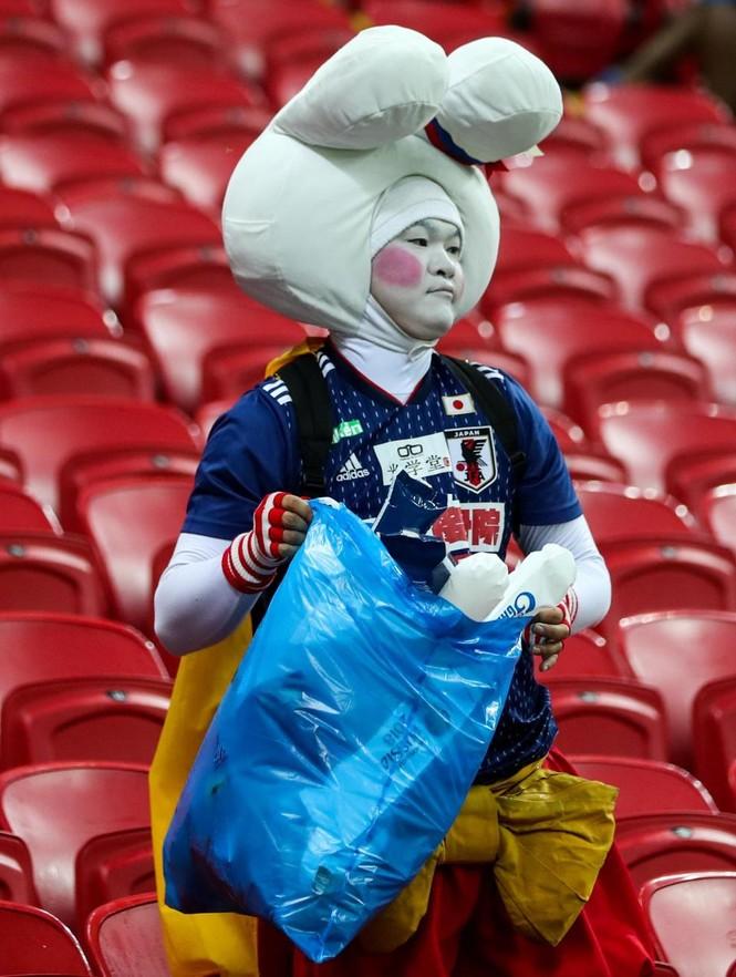 Đội nhà bị loại, CĐV Nhật Bản vẫn 'ghi điểm' ở World Cup - ảnh 2