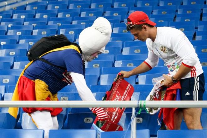 Đội nhà bị loại, CĐV Nhật Bản vẫn 'ghi điểm' ở World Cup - ảnh 4