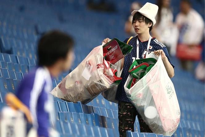 Đội nhà bị loại, CĐV Nhật Bản vẫn 'ghi điểm' ở World Cup - ảnh 5
