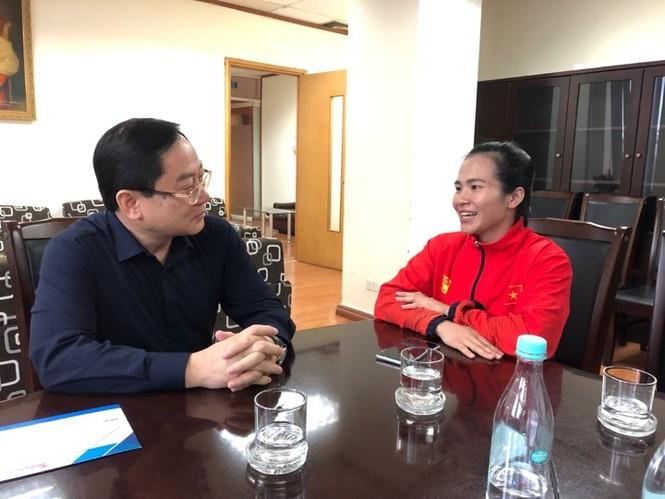 Quỹ Hỗ trợ tài năng trẻ VN trao thưởng đặc biệt cho lực sỹ Vương Thị Huyền - ảnh 1