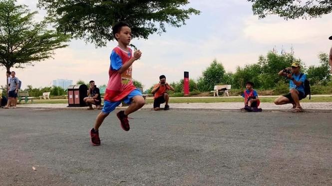 Tiền Phong Marathon: 4 runner nhí của CLB chạy bộ trẻ em mồ côi Elite tranh tài - ảnh 2