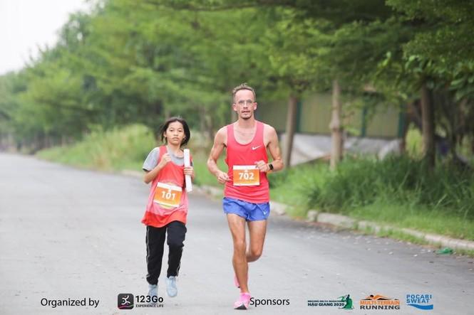 Tiền Phong Marathon: 4 runner nhí của CLB chạy bộ trẻ em mồ côi Elite tranh tài - ảnh 3