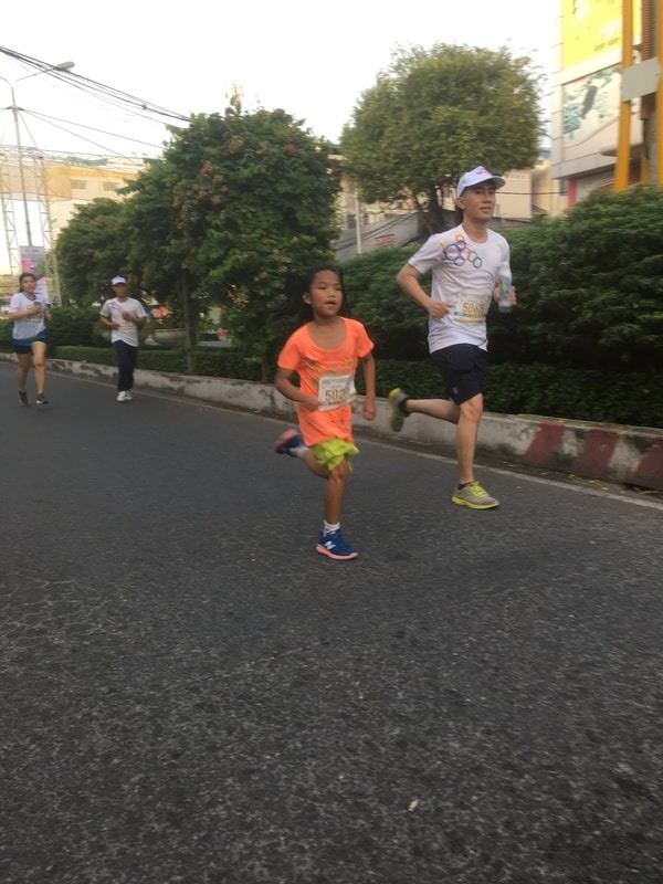 Tiền Phong Marathon: 4 runner nhí của CLB chạy bộ trẻ em mồ côi Elite tranh tài - ảnh 4