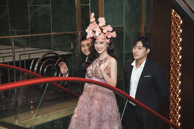 Angela Phương Trinh mặc váy trong suốt đi sự kiện - ảnh 6