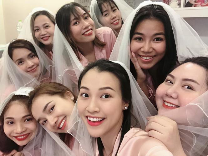 MC Hoàng Oanh hé lộ ảnh cưới, úp mở về chú rể - ảnh 5