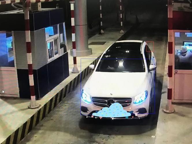 Nhiều ô tô bị ném trên cao tốc Lạng Sơn - Bắc Giang - ảnh 1