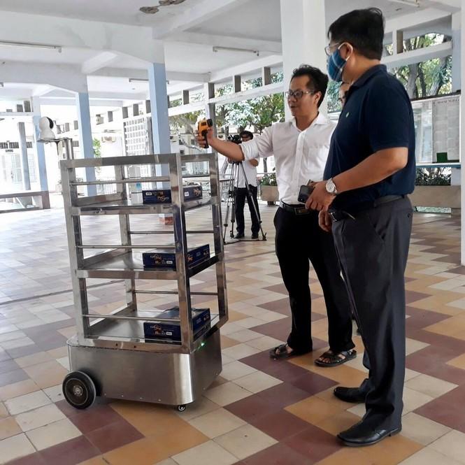 Đà Nẵng: Đưa robot vào phục vụ tại khu cách ly Covid-19 - ảnh 1