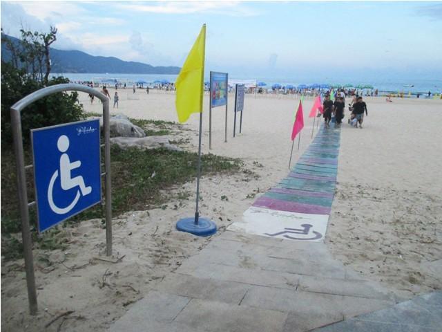 Đà Nẵng mở thêm 24 lối xuống biển cho người khuyết tật - ảnh 1