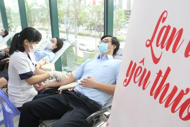 """450 """"chiến sĩ áo cam"""" hiến máu giúp người bệnh - ảnh 2"""