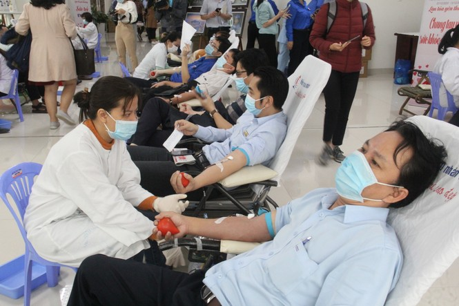 """450 """"chiến sĩ áo cam"""" hiến máu giúp người bệnh - ảnh 3"""