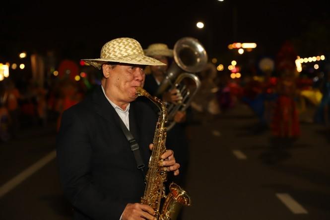 Mãn nhãn với vũ hội đường phố Đà Nẵng chào năm mới  - ảnh 8