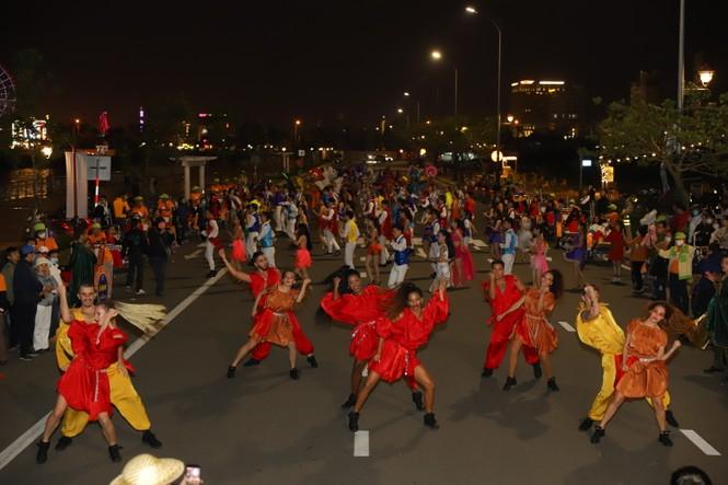 Mãn nhãn với vũ hội đường phố Đà Nẵng chào năm mới  - ảnh 3
