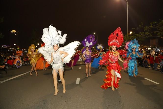 Mãn nhãn với vũ hội đường phố Đà Nẵng chào năm mới  - ảnh 4