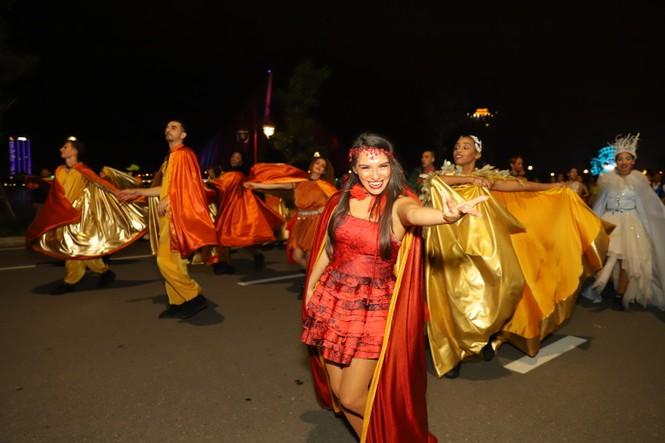 Mãn nhãn với vũ hội đường phố Đà Nẵng chào năm mới  - ảnh 2