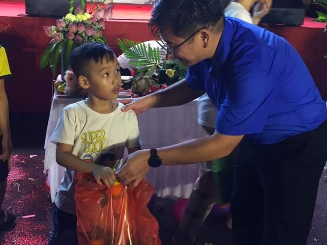 Tỉnh Đoàn Bắc Giang vận động hơn 1,5 tỷ đồng trao quà Trung thu cho trẻ khó khăn - ảnh 2