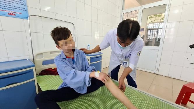 Tạm giữ chủ quán hành hạ bé trai làm thuê tại Bắc Ninh - ảnh 1