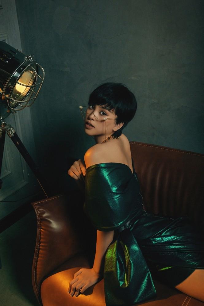 Sao Việt 24h: Vũ Cát Tường, Hoa hậu Tiểu Vy khiến khán giả bất ngờ với tạo hình mới - ảnh 4