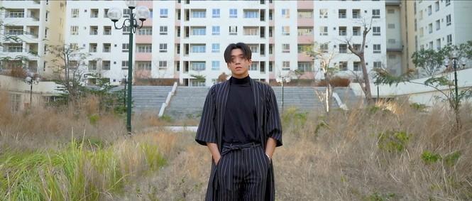 Sao Việt 24h: Vũ Cát Tường, Hoa hậu Tiểu Vy khiến khán giả bất ngờ với tạo hình mới - ảnh 6