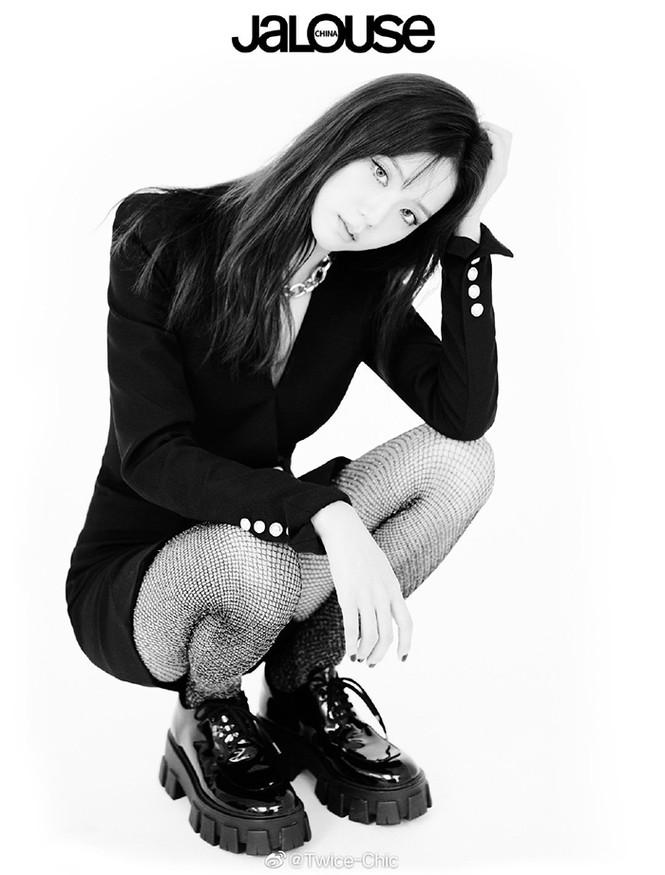 Sao Hàn đụng hàng: Hàng loạt sao Hàn mặc chung mẫu váy Balmain - ảnh 7