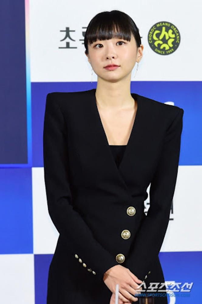 Sao Hàn đụng hàng: Hàng loạt sao Hàn mặc chung mẫu váy Balmain - ảnh 3