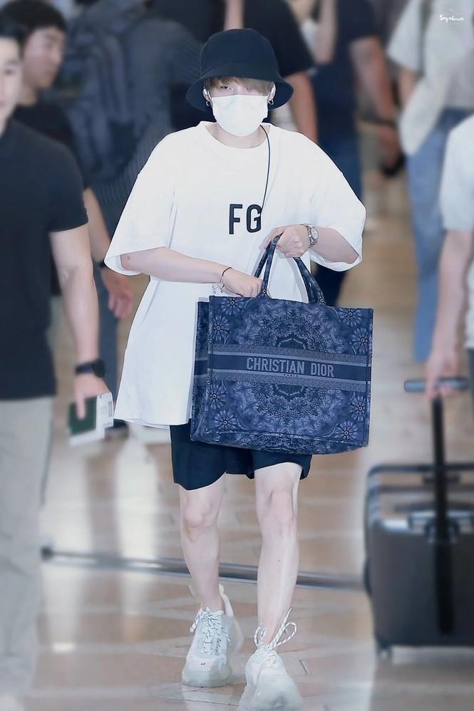 Túi hàng hiệu của BTS: Những chiếc túi sành điệu của nhóm BTS - ảnh 7