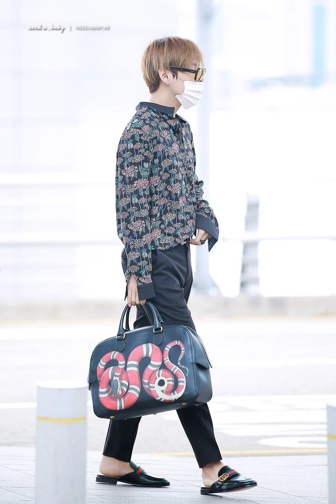Túi hàng hiệu của BTS: Những chiếc túi sành điệu của nhóm BTS - ảnh 1