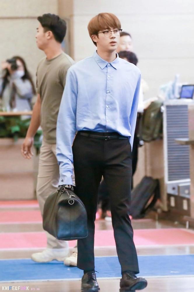 Túi hàng hiệu của BTS: Những chiếc túi sành điệu của nhóm BTS - ảnh 4