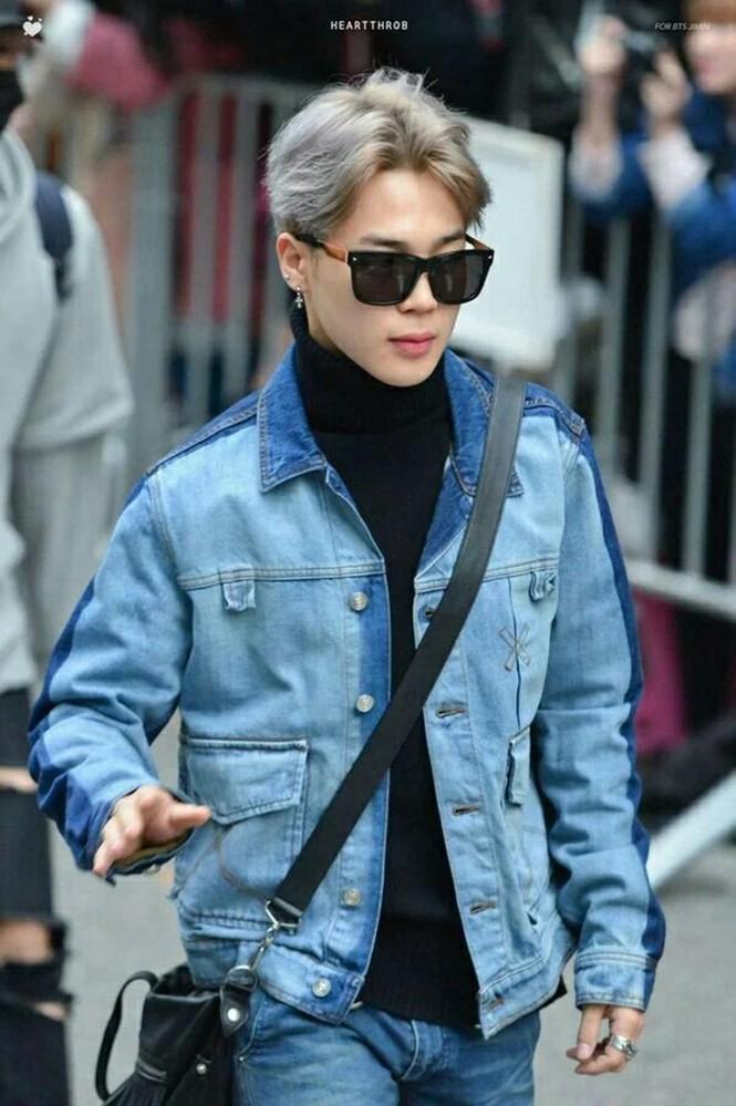 Các kiểu mắt kính của Jimin BTS: Hiếm sao nào có khuôn mặt hợp với các loại kính như Jimin - ảnh 6