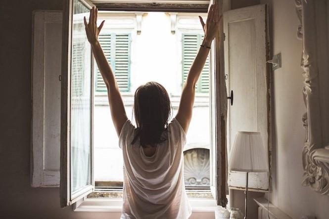 Những việc đơn giản giúp bạn cảm thấy vui vẻ hơn trong những ngày ở nhà cách ly - ảnh 1