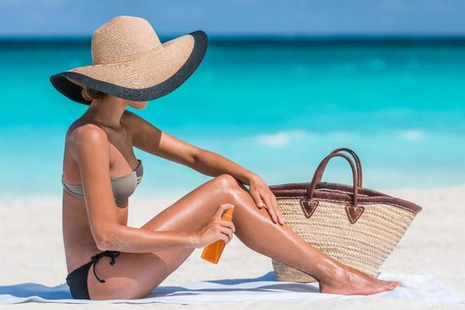 Mải mê phơi nắng để có làn da rám nắng trong mùa Hè, nhưng đừng quên những điều này nhé! - ảnh 1