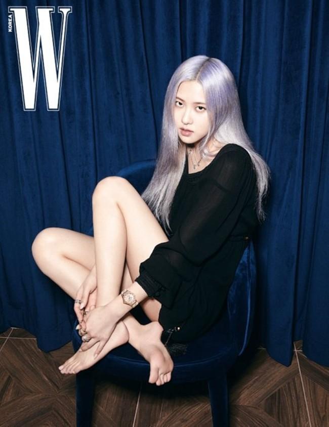 Rosé (BLACKPINK) lại có bộ ảnh siêu đẹp trên W tháng 8 với mái tóc tím khói thần thánh - ảnh 4