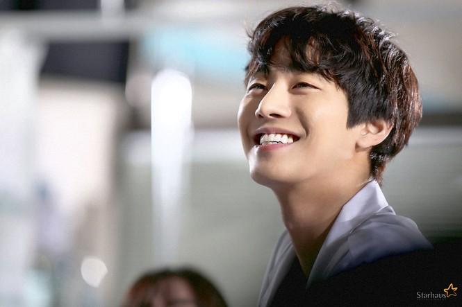 """Ahn Hyo Seop, """"mỹ nam"""" sở hữu đôi chân dài tít tắp, hình mẫu boyfriend mới của fangirl - ảnh 9"""