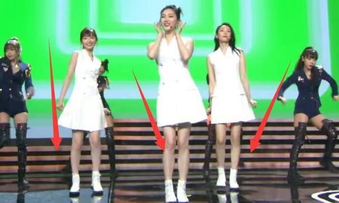 """Mặc chung một mẫu váy trắng lên sân khấu, 3 nữ chính """"30 Chưa Phải Là Hết"""" xinh như gái 18 - ảnh 6"""