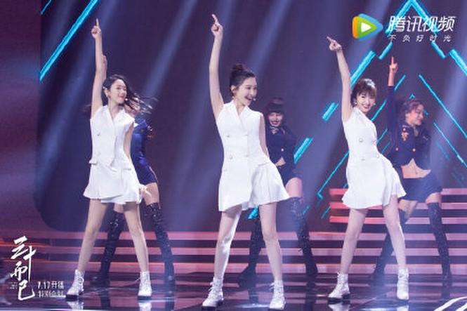 """Mặc chung một mẫu váy trắng lên sân khấu, 3 nữ chính """"30 Chưa Phải Là Hết"""" xinh như gái 18 - ảnh 7"""